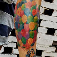 小腿飞屋环游记纹身图片