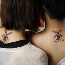 颈部后面的风车情侣纹身图案