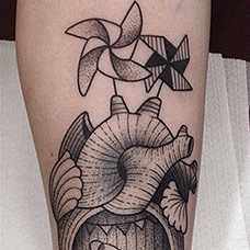 小腿风车海螺纹身图案