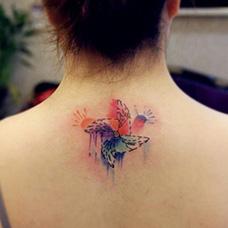 女生颈部水彩风车纹身图片
