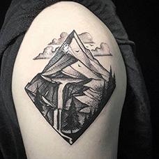 大臂山峰风景纹身图案