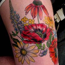 大腿风信子花卉纹身图片