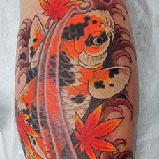 小腿彩色鲤鱼枫叶纹身图片