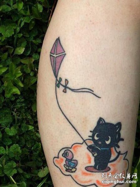 小腿放风筝的猫纹身图案