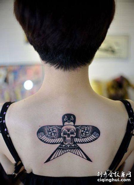 女生背部燕子风筝纹身图片