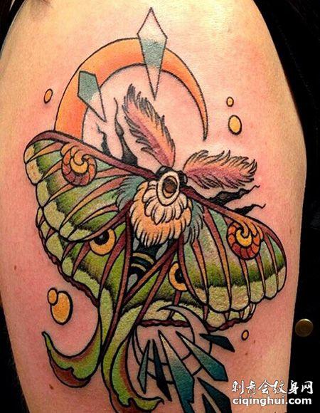 大臂飞蛾风筝纹身图案