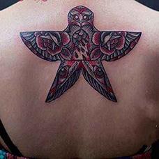 背部燕子风筝纹身图案