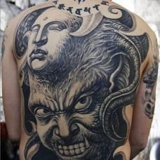 另类恐怖的佛魔图案满背纹身