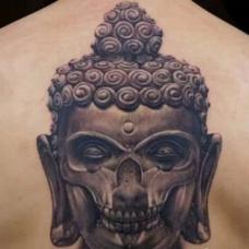 背部诡异恐怖的佛像骷髅脸纹身