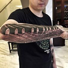 手臂钢琴纹身图案