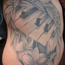 腰部钢琴纹身图案