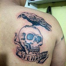 男士右肩部敢死队纹身图案