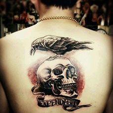 背部经典的敢死队纹身图案