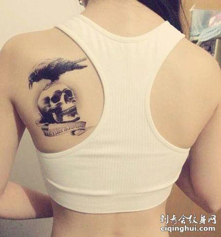 女生背部敢死队纹身图片