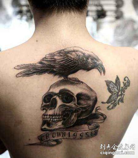 男士背部敢死队纹身图案