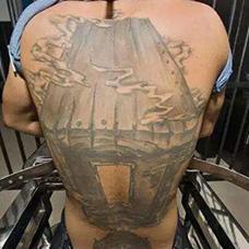 背部冒气的棺材纹身图案