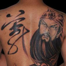满背关羽和义字纹身图案