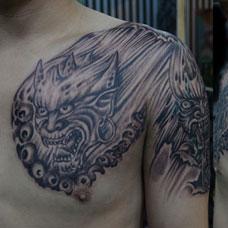 半甲鬼头纹身图案