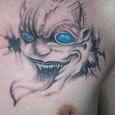 胸前个性的鬼头纹身图案