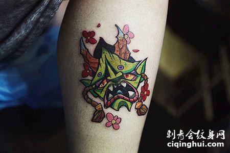 小腿绿色鬼头纹身图案