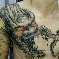 肩部帅气的过肩龙纹身图片