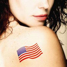 美女背部国旗纹身图案