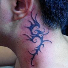 颈部个性海马图腾纹身