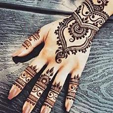 手部精美的海娜纹身图片