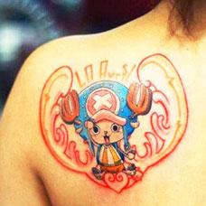 肩部海贼王托尼·乔巴纹身图案