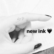小清新黄美英食指少女汉字纹身