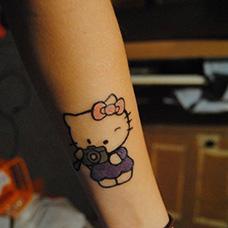手腕hellokitty纹身图案