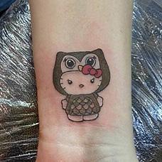 手腕有意思的hellokitty纹身图案