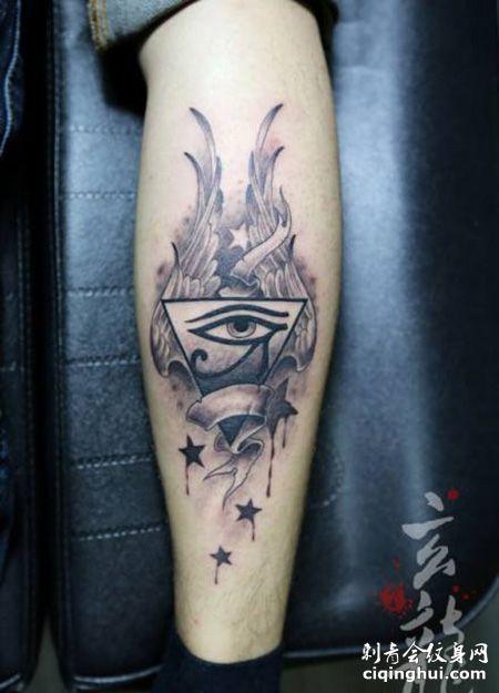 小腿荷鲁斯之眼三角形纹身图片