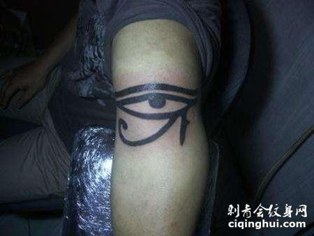 大臂荷鲁斯之眼纹身图片