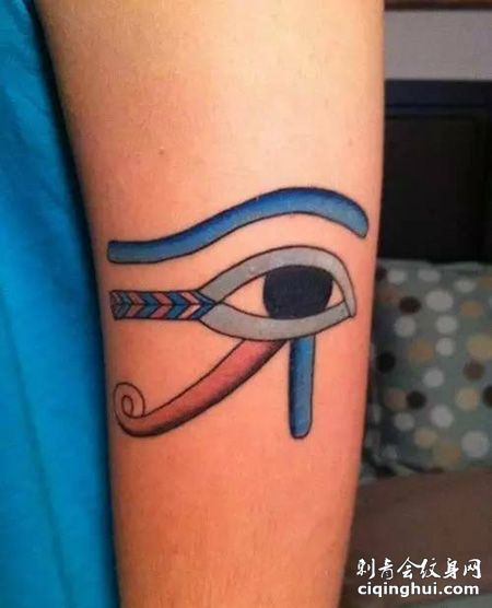 手臂彩色荷鲁斯之眼纹身图片