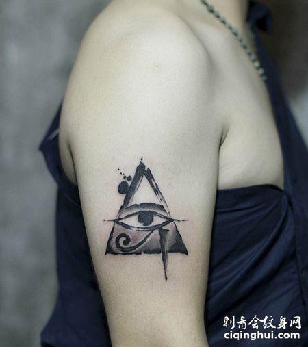 女生大臂荷鲁斯之眼纹身图片
