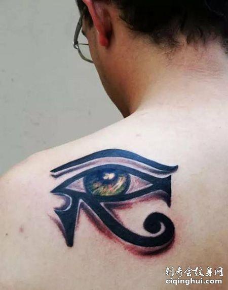 男士肩部荷鲁斯之眼纹身图案