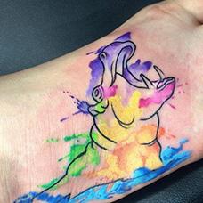 脚背泼墨河马纹身图片