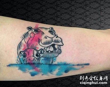 手臂泼墨线条河马纹身图片