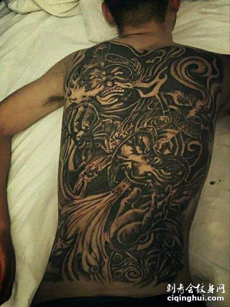 男士满背哼哈二将纹身图案