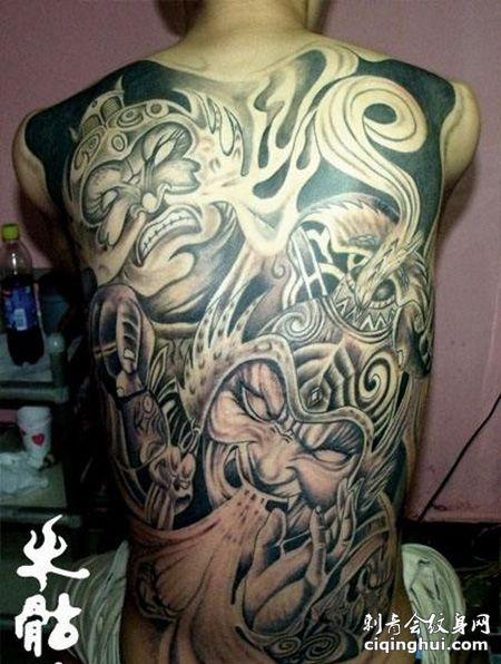 满背霸气的哼哈二将纹身图案