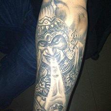 手臂帅气的哼哈二将纹身图片
