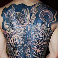 背部个性的哼哈二将纹身图片
