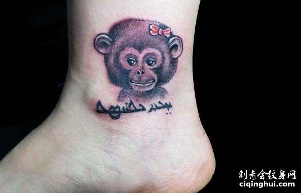 脚踝上的可爱小猴子纹身