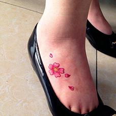 脚背花瓣纹身图案