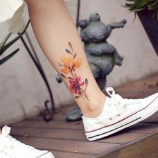 吴娴脚踝小清新花朵纹身
