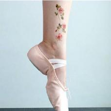 脚踝上方小清新粉色花朵纹身
