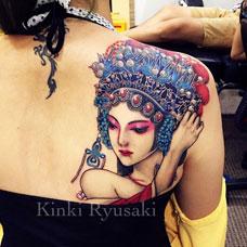 美女肩部性感花旦纹身图案