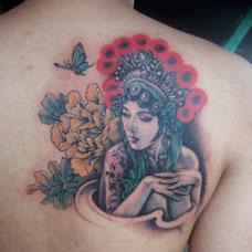 背部花旦牡丹花纹身图片