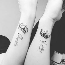 情侣手腕皇冠和英文纹身图案